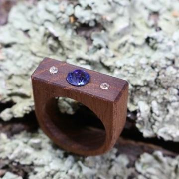 Gedämpfte Akazie mit 3 Swarovski Kristallen (Sapphire und Crystal)